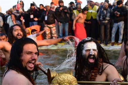 Kumbh मेले का आगाज: कड़कती ठंड पर आस्था पड़ी भारी