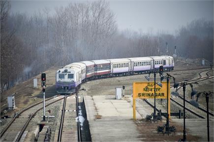 11 महीने के इंतजार के बाद घाटी में सुनाई दी ट्रेनों की छुक-छुक