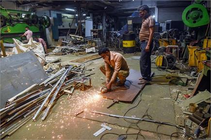 दिल्ली unlock 1: कारखानों में लौटे मजदूर, घूमे मशीनों के पहिए