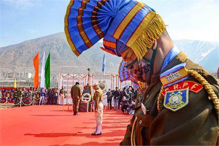 Pulwama Attack: आतंकी हमले में शहीद हुए वीर जवानों को देश का शत् शत्...