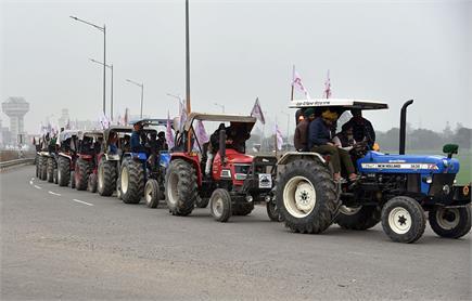 किसानों का शक्ति प्रदर्शन, देखें ट्रैक्टरों से घिरी राजधानी की...