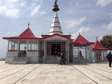 हिमाचल की पहाड़ियों में सबसे ऊंची चोटी पर स्थित है काली मां का मंदिर,...