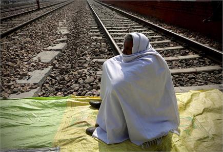 देखें किसानों के 4 घंटे के रेल रोको आंदोलन की कुछ तस्वीरें