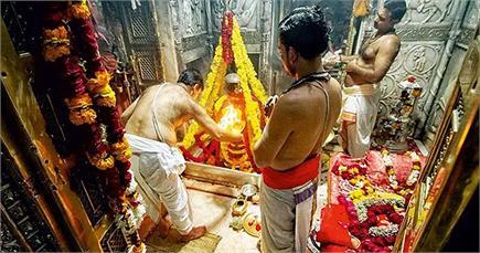 विश्वनाथ मंदिर में बिछा कालीन, बाबा के स्पर्श दर्शन पर रोक