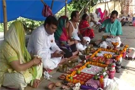 वाराणसी: बड़ी संख्या में लोगों ने किया पितरों का श्राद्ध कर्म