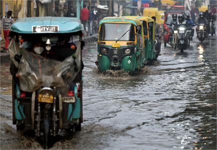 कड़ाके की ठंड के बीच देशभर में बारिश का सितम जारी