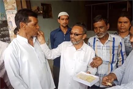 हाशिमपुरा नरसंहार: फैसले से खुश हुए पीड़ित परिवारों ने बांटी मिठाइयां