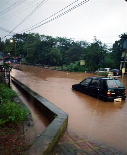 महाराष्ट्र से गोवा तक भारी बारिश, बाढ़ जैसे हालात