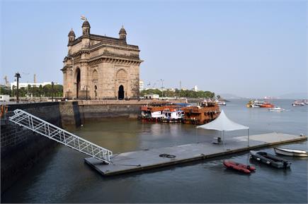 फिर ठहर गई दौड़ती-भागती मुंबई