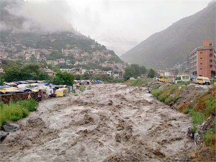 हिमाचल में बादल फटने से उफान पर नदियां-नाले, दिल्ली में 1 घंटे की...