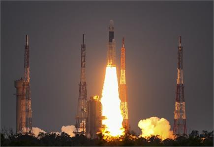ISRO ने रचा इतिहासः अनगिनत सपनों को लेकर चांद पर चला चंद्रयान-2