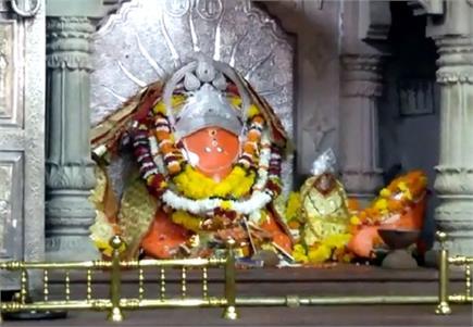 नवरात्रों में लाखों की संख्या में मां विजयासन देवी के दर्शन को...