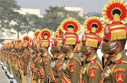 स्थापना दिवस के मौके पर BSF के वीर जवानों को देश का नमन