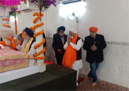 मुख्यमंत्री मनोहर ने गुरु गोविंद सिंह की जयंति पर गुरुद्वारे में टेका...