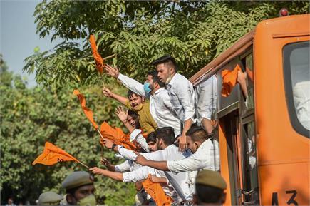 डीयू छात्रों के कोष में फंड कटौती को लेकर दिल्ली सरकार के खिलाफ...