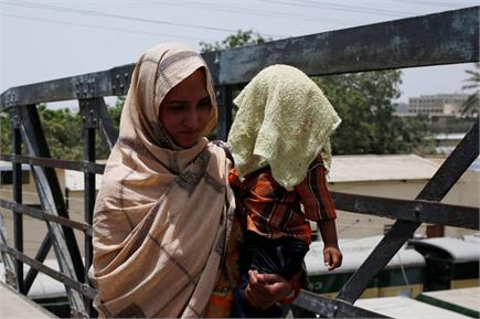 चढ़ते पारे से परेशान पाकिस्तान के लोग, तस्वीरोें में देखें वहां का हाल