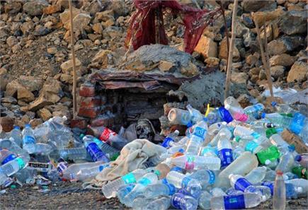एक ऐसा भूत जो पीता है Mineral Water, देखें तस्वीरें