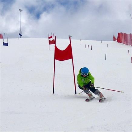 आंचल ठाकुर ने स्कीइंग में पदक जीतकर रचा था इतिहास (Watch Pics)
