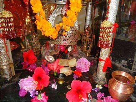 ऐसा चमत्कारी मंदिर जहां सिर्फ फर्श पर सोने से होती है महिलाओं को...
