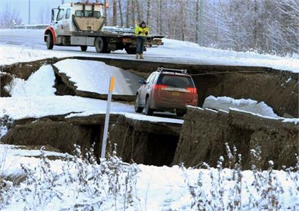 शक्तिशाली भूकंप से  फट गई अलास्का की धरती, देखें दिल दहलाने वाली...