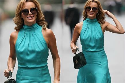 सी ग्रीन ड्रेस में अमांडा होल्डन का स्टनिंग लुक, रेडियो स्टेशन के...