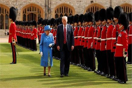 ब्रिटिश क्वीन से मुलाकात दौरान ट्रंप ने की अजीब हरकत