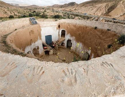 जमीन के नीचे बसा है ये गांव, लोग एेसे जीते है LIFE
