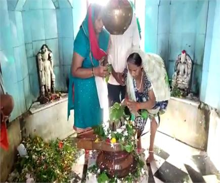 सावन का पहला सोमवारः शिव मंदिरों में लगा भक्तों का तांता, बम-बम भोले...