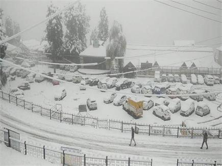 बर्फबारी से गुलजार हुई हिमाचल की वादियां
