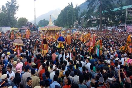भगवान रघुनाथ की रथयात्रा के साथ शुरू हुआ अंतरराष्ट्रीय कुल्लू दशहरा...