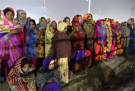 प्रयागराजः कुंभ में दिखे आस्था अलग-अलग रंग