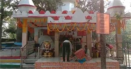 इस मंदिर में देवी मां के चढ़ता है अद्भुत प्रसाद, जानकर हो जाएंगे हैरान