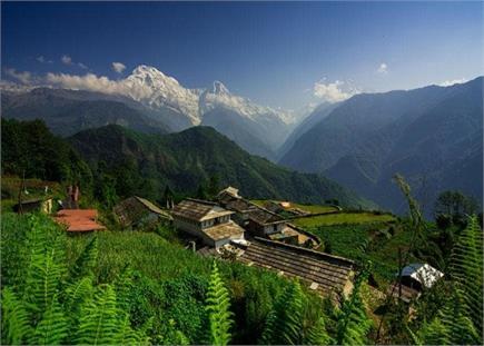 छुट्टियां बिताने का प्लान कर रहे हैं तो चले आइए हिमाचल के इस गांव...