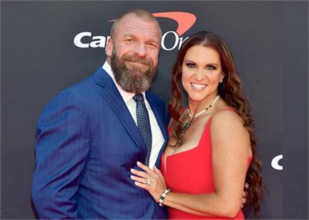 WWE से मोटा वेतन ले रहे हैं ट्रिपल एच और स्टेफनी मैकमोहन