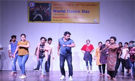 एपीजे कॉलेज ऑफ फाइन आर्टस जालंधर में इंटरनैशनल डांस डे पर एक दिवसीय...