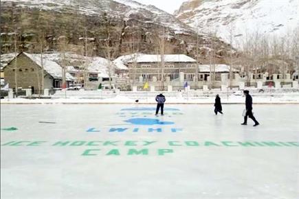 हिमाचल में सबसे ऊंचे आईस हॉकी स्केटिंग रिंक का कृषि मंत्री ने किया...