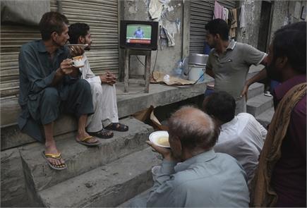 10 ऐसी तस्वीरें जो दर्शाती हैं भारत-पाकिस्तान मैच के प्रति दर्शकों की...