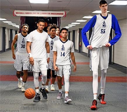 रॉबर्ट बॉबरोक्स्की : बास्केटबॉल का सबसे लंबा प्लेयर (7'-7