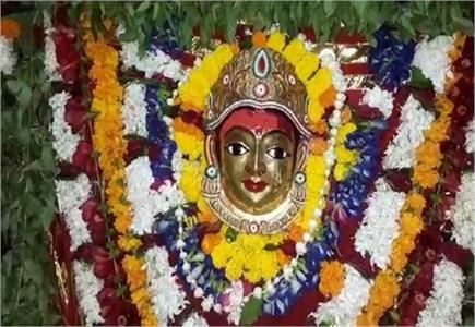 नवरात्र के प्रथम दिन मां शैलपुत्री के दर्शन को देर रात से उमड़ा...