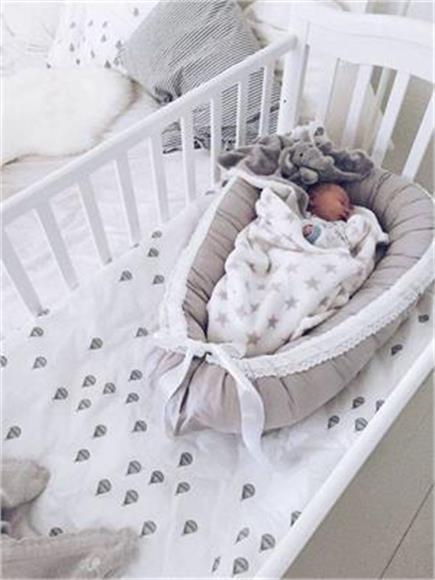 अपने नन्हे-मुन्ने के लिए यहां से लें मॉडर्न बेबी Cribs & Bed आइडिया
