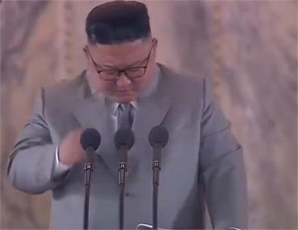 जनता के सामने रो पड़ा सनकी किंग किम जोंग, मांगी माफी (Photos)