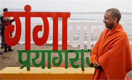 बसंत पंचमी पर CM योगी ने लगाई गंगा में डुबकी, उड़ाई पतंग(देखें...