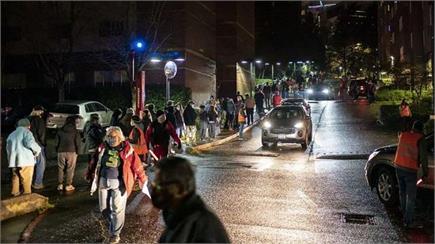 अमेरिका में अचानक आधी रात को वैक्सीन लगवाने के लिए दौड़े लोग (Pics)