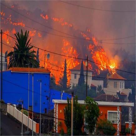 पाल्मा आइलैंड पर भूकंप के 22 हजार झटके,  फटा ज्वालामुखी ( देखें तबाही...