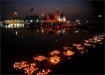 अंतरराष्ट्रीय गीता जयंती: तस्वीरों में देखें पवित्र ब्रह्मसरोवर पर...