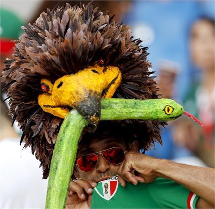 फीफा विश्व कप में फैंस अपना रहे तरह-तरह के STYLE