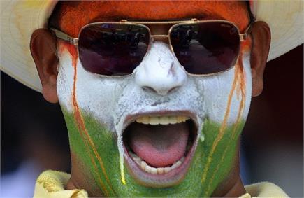 देखें भारत-पाकिस्तान मैच के दौरान फैंस की रंगीन तस्वीरें