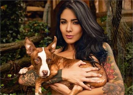आवारा जानवरों की मदद के लिए महिला पत्रकार ने करवाया न्यूड फोटोशूट