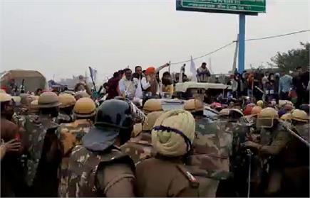 हरियाणा पंजाब से हुआ किसानों को दिल्ली कूच आंदोलन, देखें तस्वीरें