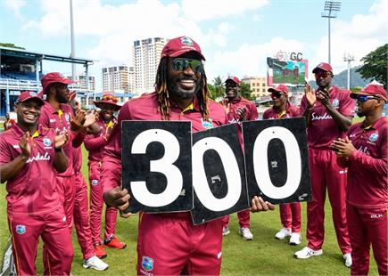 भारत और वेस्टइंडीज के बीच खेले गए दूसरे वनडे की देखें झलकियां